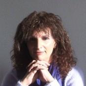 אסתר שמיר: אני הולכת עם עצמי בעדינות