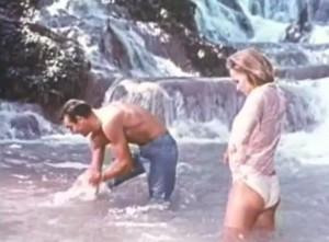 """שון קונרי ואורסולה אנדרס מתוך הטריילר לסרט ד""""ר נו (צילום מסך: יוטיוב)"""